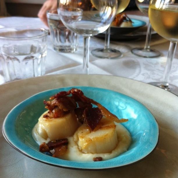 Recept på festlig pilgrimsmussla med pancetta
