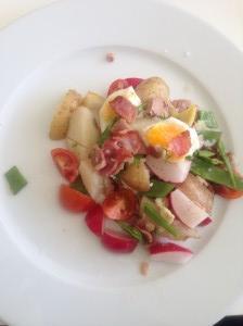 Potatissallad med ägg tonfisk och bacon. (Bild: hittamatkassen.se)